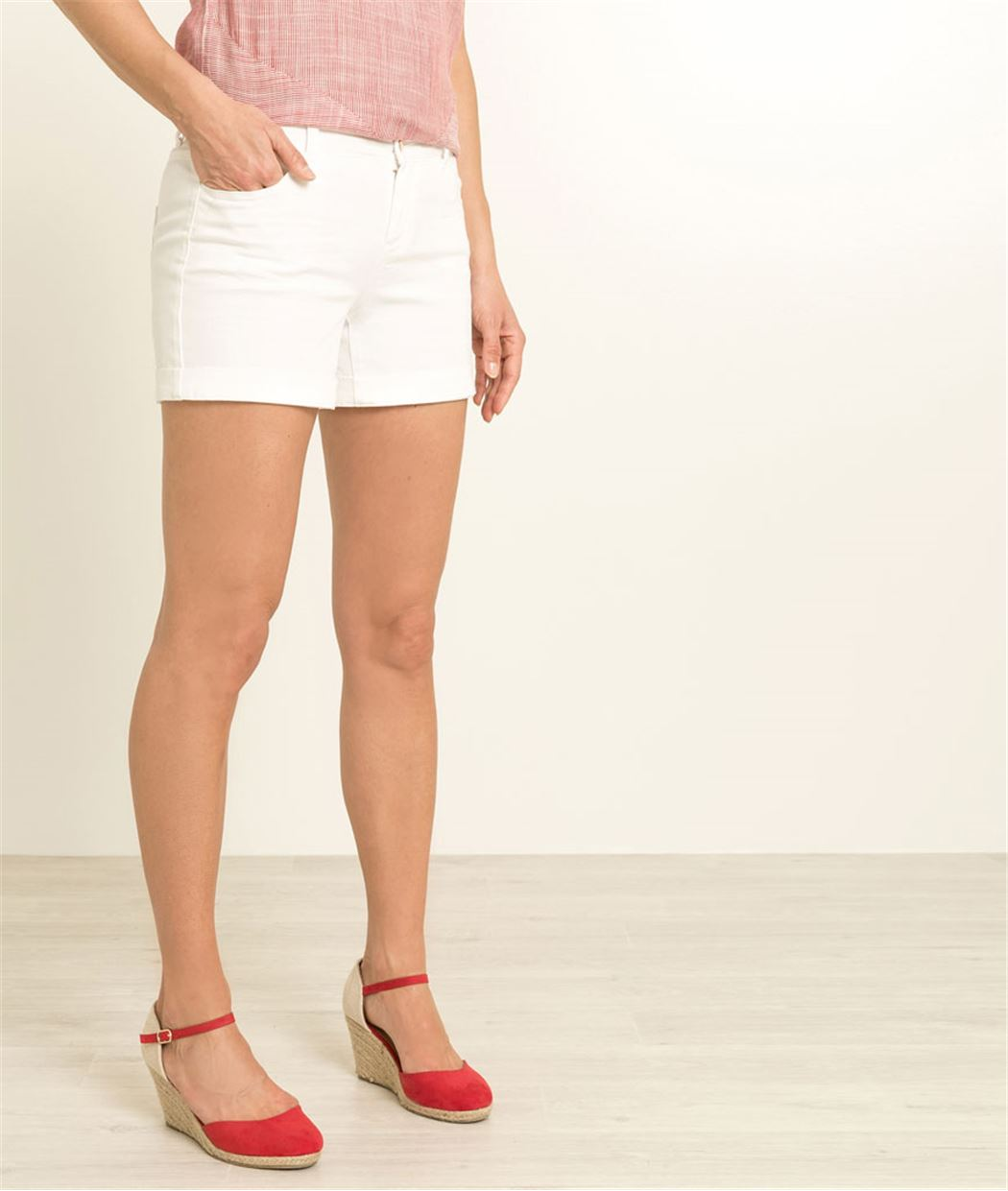 Short en jean de couleur BLANC