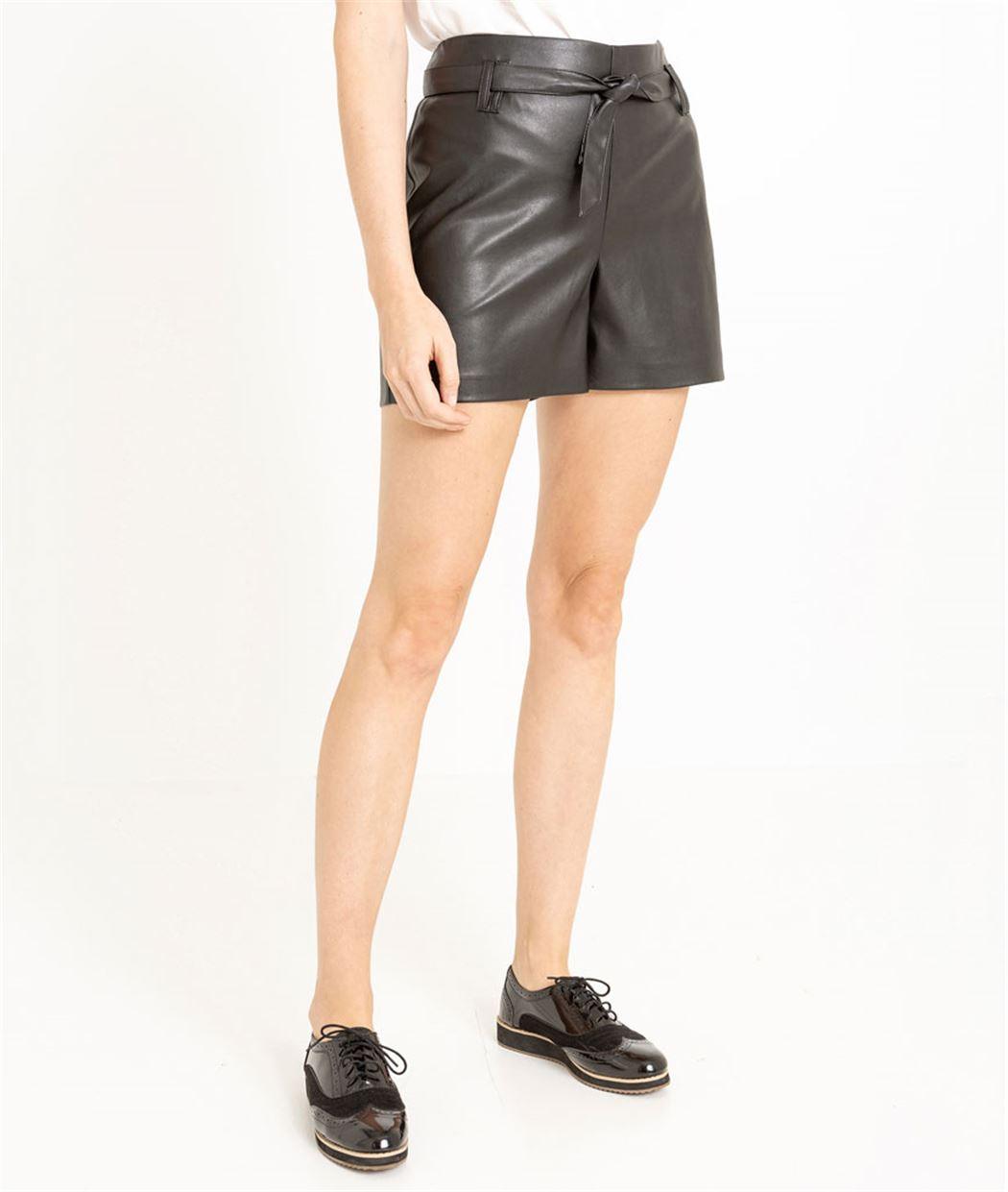 Short femme effet cuir noir et ceinture NOIR