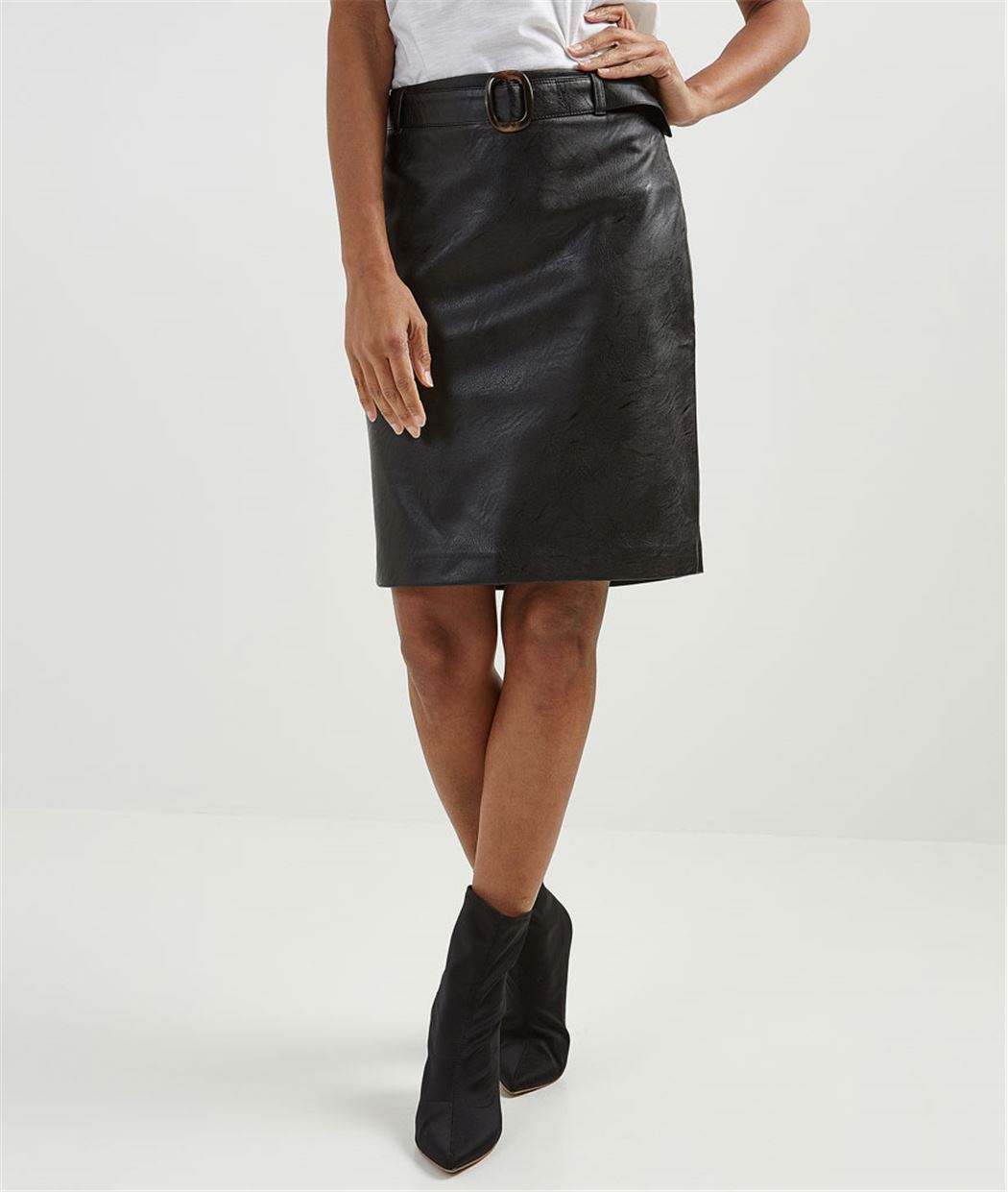 jupe femme en simili cuir noir grain de malice. Black Bedroom Furniture Sets. Home Design Ideas