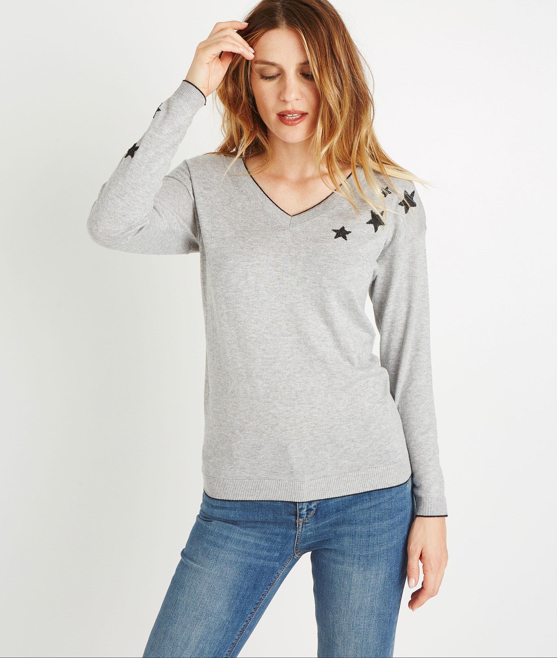 Pull gris col V avec étoiles GRIS