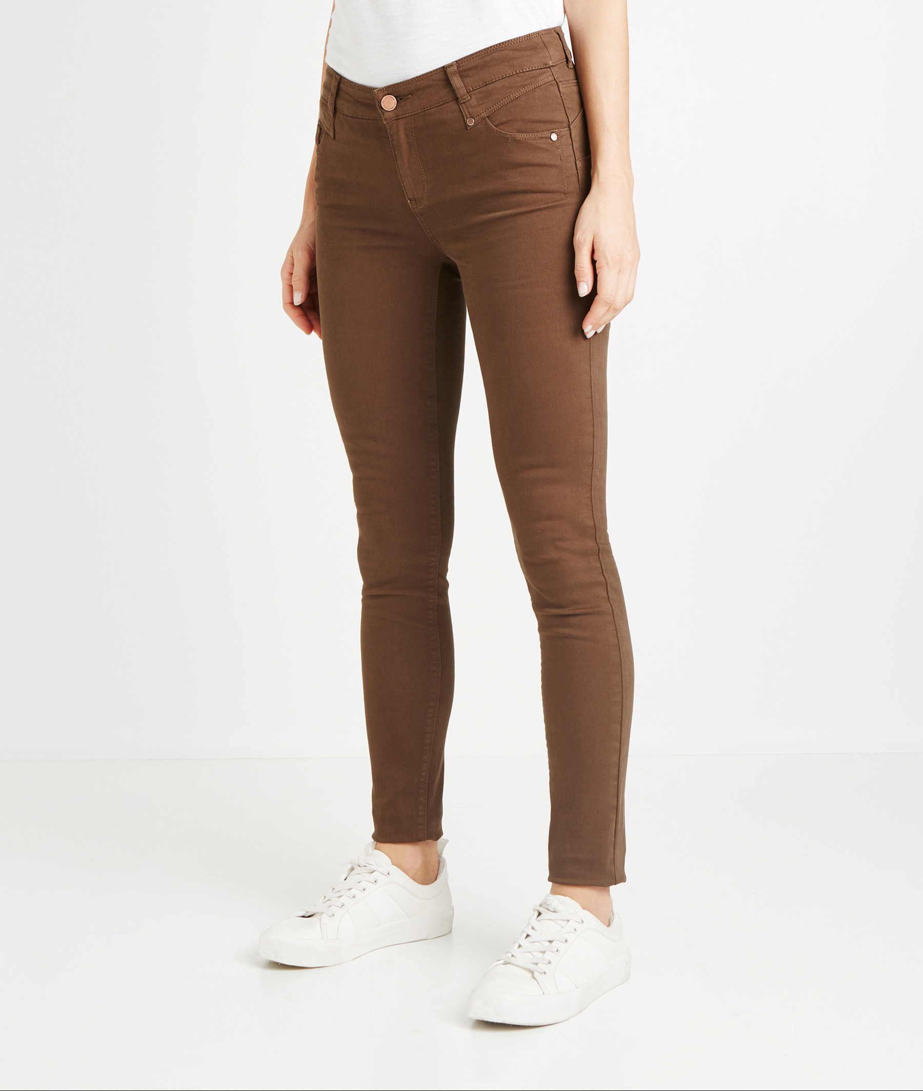 Pantalon slim push up de couleur MOKA